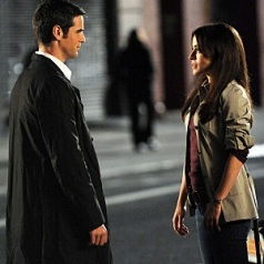 Det. Don Flackis (Eddie Cahill) and Det. Jessica Angell (Emmanuelle Vaugier) during an investigation, CSI: NY Wednesday, Nov. 12 (10:00-11:00 PM, ET/PT) on the CBS Television Network. Photo: David M. Russell/CBS ©2008 CBS Broadcasting Inc. All Rights Reserved.
