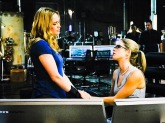 Felicity-and-Sara-arrow-37265872-500-375