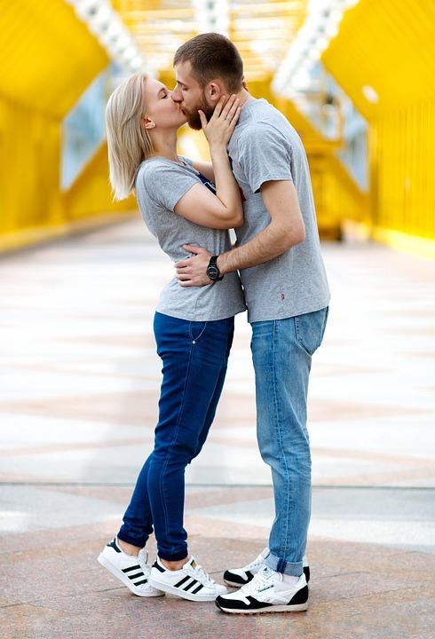 kiss-2839133_960_720