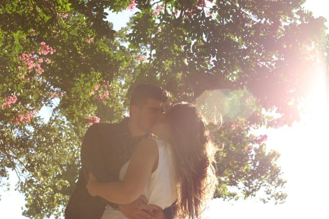 kissing-1149918_960_720